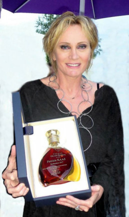 La société MSV a collaboré avec Cognac Paris pour offrir à Patricia Kaas une carafe à l'occasion de son concert à la Foire de Barbezieux.