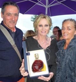 La société MSV a collaboré avec Cognac Paris pour offrir à Patricia Kaas une carafe gravée à son nom.