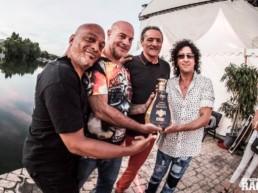 MSV offre une bouteille de Cognac gravée au groupe de hard rock TRUST.